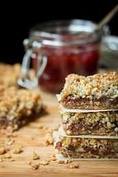 recipe for gluten-free vegan strawberry streusel bars
