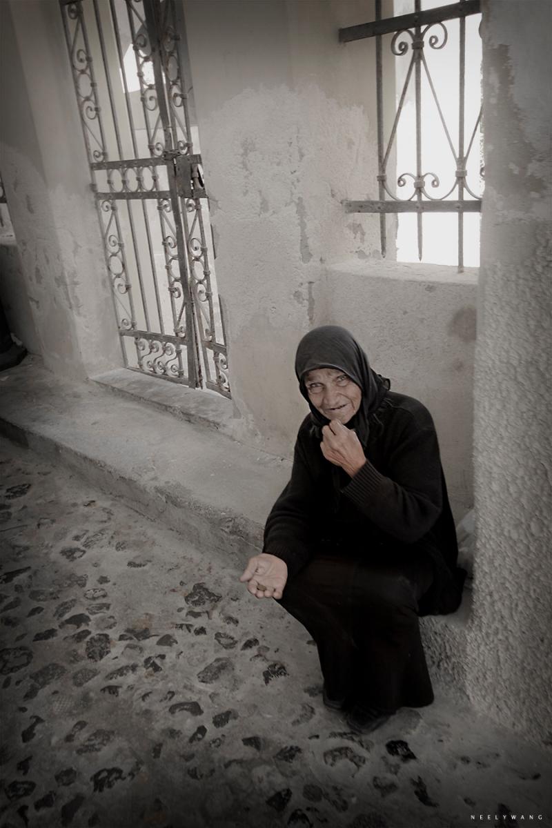beggar in santorini